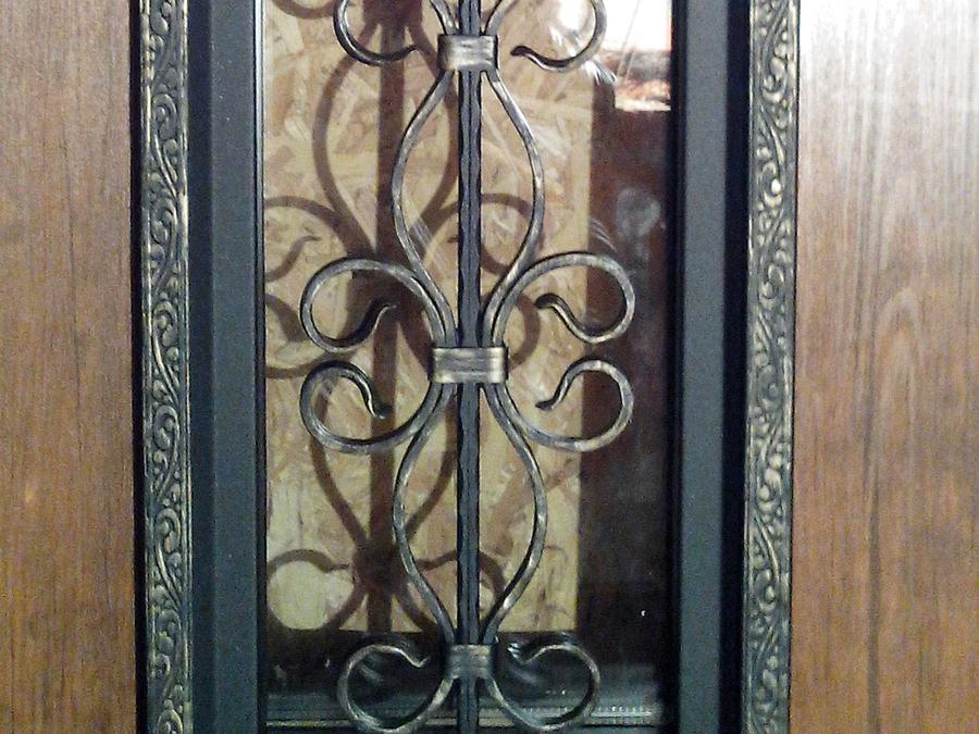 железные двери со стеклом и ковкой от производителя