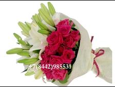 15 красных роз и 3 Лилии букет
