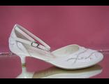 Туфли белые свадебные открытые с закрытым носиком и пяткой круглый мыс низкий каблук украшены стразами № 668-58=58