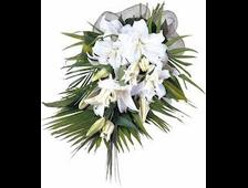 Белые Лилии на листьях Пальмы букет белая Фея