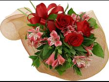3 красной розы с розовой Альстромерией букет Золотой Праздник