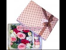 Коробочка с макарунами и цветочками Милой