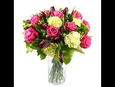 Белые Гвоздики с розовыми розами букет Карина