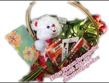 7 роз в корзине с шоколадом и с плюшевым белым мишкой