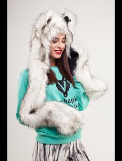 Полярный Волк с варежками