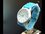 Часы на голубом силиконовом неоновом браслете с белым циферблатом (№403)