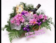 Корзины на новый год с цветами и с конфетами