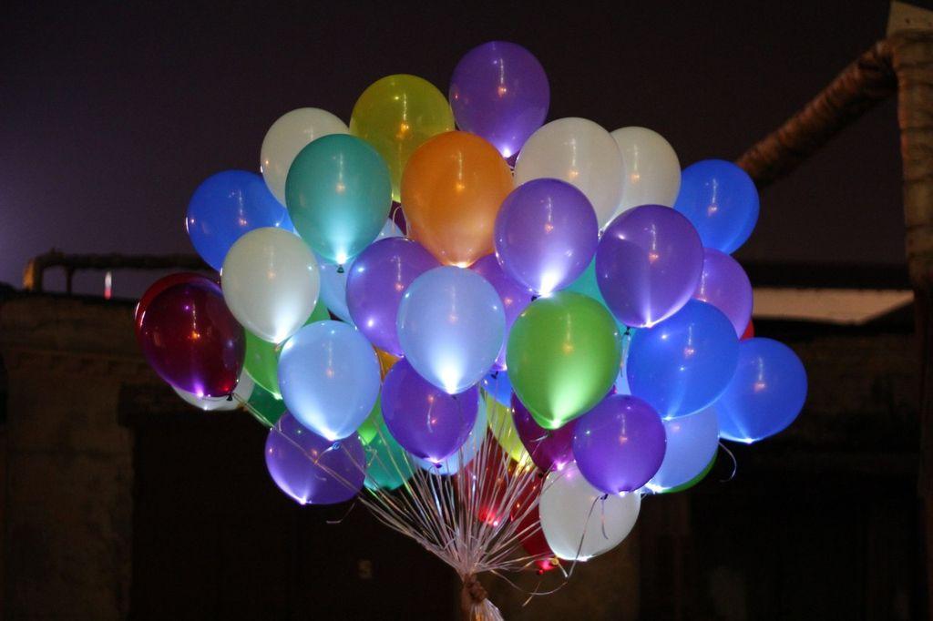 Воздушные шарики светящиеся