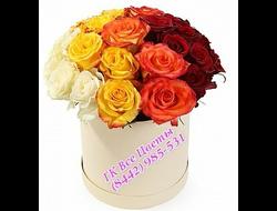 17 роз цветов в шляпной коробке