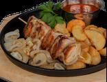 Шашлык из курицы: куриное мясо, картофельные дольки, жареный лук, кисло-сладкий соус, салат из красной капусты, 140/120/100/70 гр, 1092 Ккал