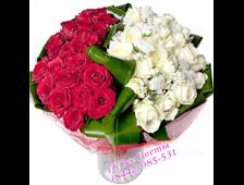 51 роза красивым букетом Инь и Янь