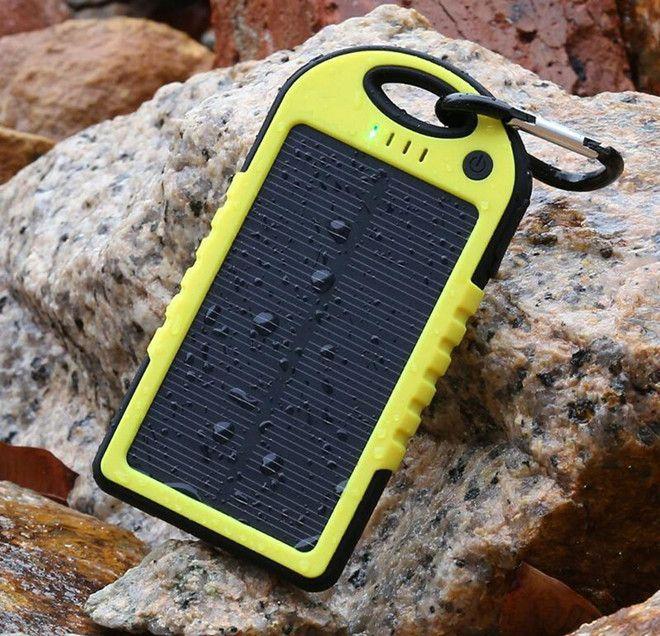 Зарядка для телефона на солнечных панелях