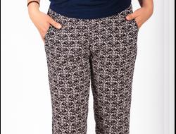 БРЮКИ 1165. Легкие брюки из штапеля, пояс -на резинке. Длина по внешнему шву 100 см, по внутреннему шву 76 см.