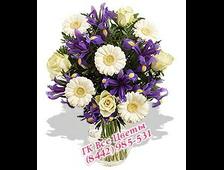 Ирисы с белыми розами и гербер