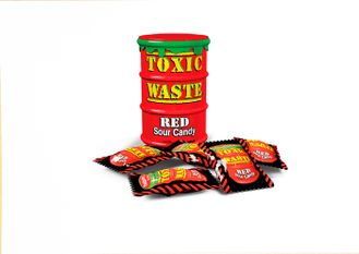 "Конфеты ""Toxic Waste"" Red в красном контейнере."