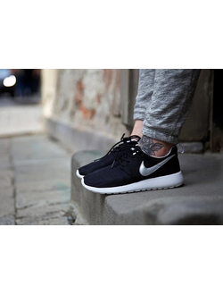 Nike Roshe One (Run) black and white
