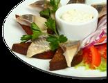 Селедочка с гренками: сельдь, гренки, помидоры, красный лук, заправка сырная с хреном, 230 гр, 789 Ккал