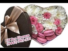 Цветы в коробке в форме сердца Нежная