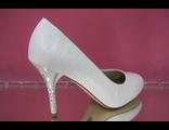Свадебные туфли белые вид змеиной кожи средний каблук украшен сияющими стразами купить магазин салон
