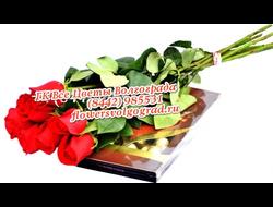 Красные розы и коробка конфет Коркунов