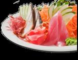 Сасими мариавасэ: тунец, угорь, семга, морские водоросли, дайкон, морковь, огурцы, ореховый соус, 190 гр, 116 Ккал