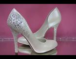 Свадебные туфли кожаные сбоку вырез айвори на среднем каблуке пяточка и каблук украшен стразами цены