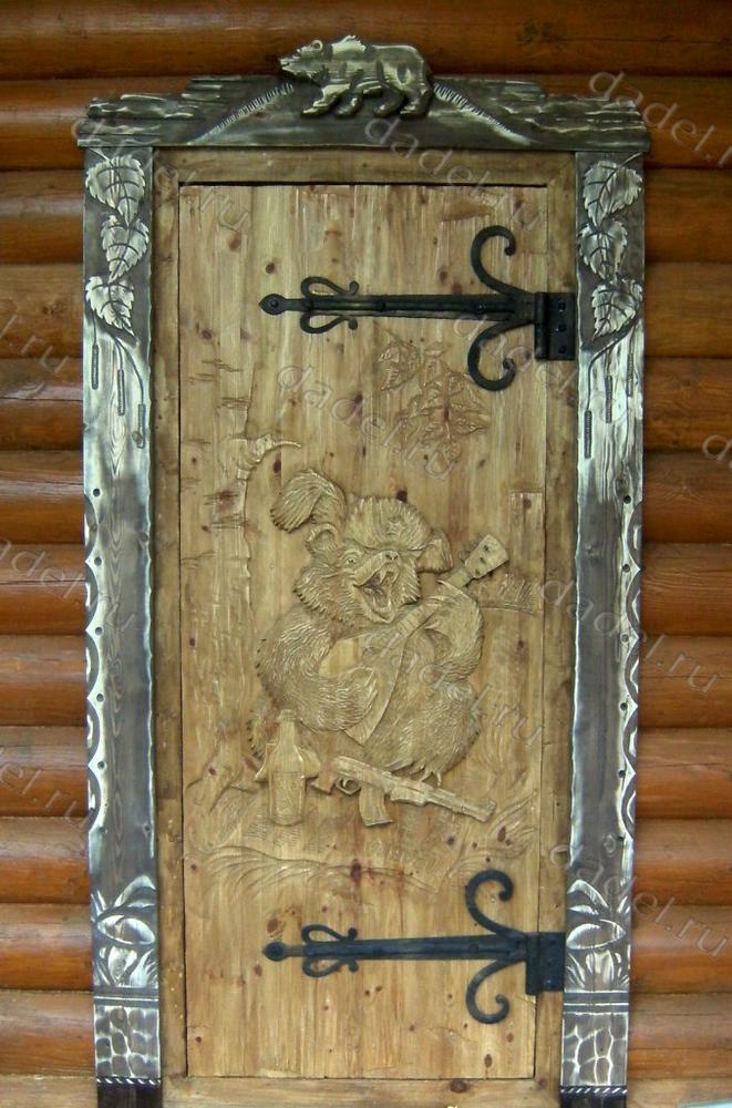 резные входные двери на дачу