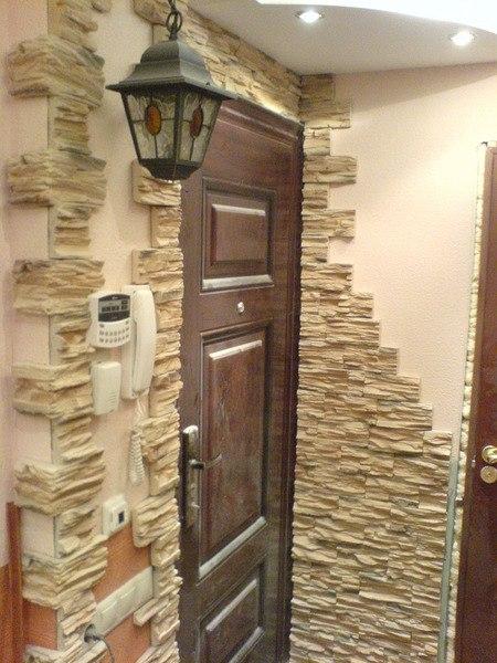 Дизайн прихожей декоративным камнем