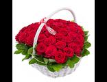 корзина роз в виде сердца