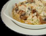 Тещина запеканка: куриное филе, шампиньоны, лук, картофель, сливочный соус, 300 гр, 743 Ккал