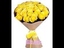 25 желтых элитных роз в крафте
