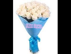 Круглый букет из 23 белых роз