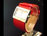 Часы на красном браслете (№399)