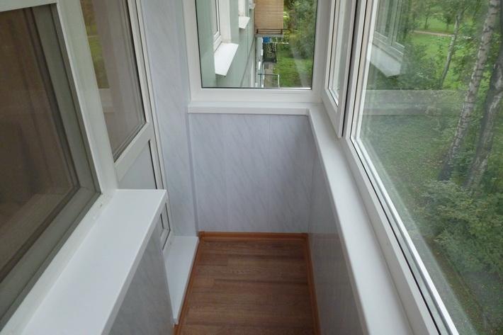Отделка балкона внутри сайдингом