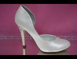 Свадебные туфли кожа сбоку вырез перламутровые айвори на среднем каблуке каблук украшен стразами