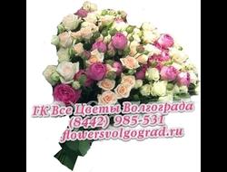 Кустовая роза разноцветным букетом