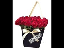 25 роз в коробке-сумочке