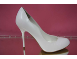 Белые свадебные туфли классика круглый мыс на среднем каблуке устойчивая шпилька кожаные украшены сбоку № 2248-260=260б