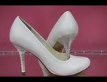 Свадебные туфли белые кожаные средний каблук украшен стразами серебренными купить магазин салон фото