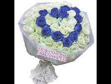 Букет Белый Комплимент-51 белая и синяя роза