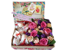 Коробка с цветами роз и Рафаэлло