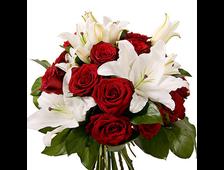 Бархатный букет из роз 16 штук и 3-х Лилии