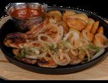 Стейк из курицы: курица, картофельные дольки, жареный лук, кисло-сладкий соус, салат из красной капусты, 170/120/100/70 гр, 1127 Ккал