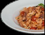 Паста с морепродуктами: макароны, морепродукты, помидоры Черри, винно-пикантный соус, 280 гр, 791 Ккал