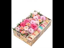 Коробочки, ящики с цветами, макарунами...