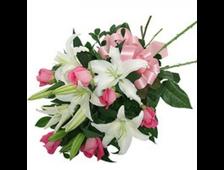 Белая Лилия с розовыми розами букет Талея