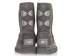 UGG® CLASSIC SHORT CRYSTAL BOW (от 249$)
