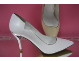 Белые свадебные туфли острый мыс на среднем каблуке устойчивая шпилька кожаные каблук украшен декором цвет серебро № 2527-252=252б