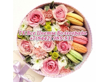 Цветы в шляпной коробке и макаруны Набор Париж