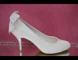 Свадебные туфли белые маленький устойчивый каблук классика на пятке бант мелкий бисер купить в фото